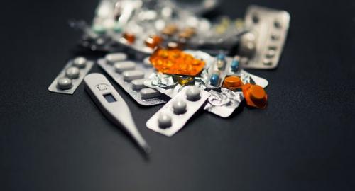 Vendita farmaci online: cede il divieto